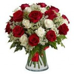 send white and red roses in a vase delivery
