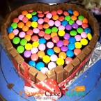 send 500gms Heart Shape KitKat Gems Chocolate Cake delivery